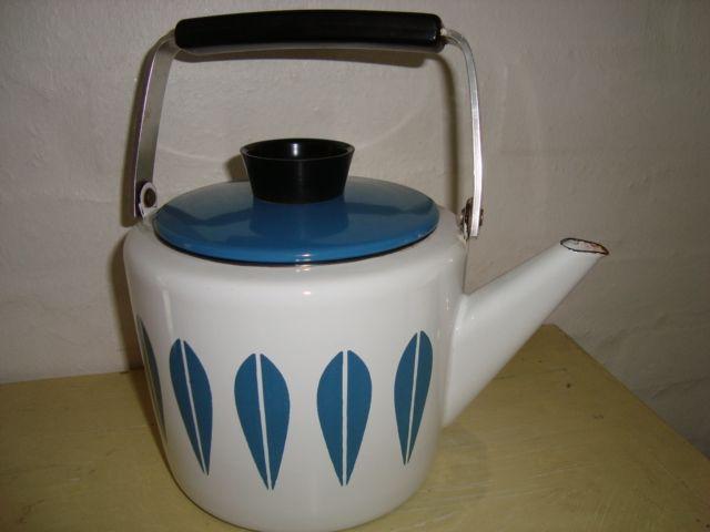 Cathrineholm Lotus retro enamel kettle. #Cathrineholm #Lotus #Prytz #Kittelsen #kitchenware #kettle #enamel #retro #emalje #kedel. SOLGT.