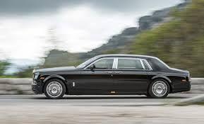 Rolls-Royce Phantom con la distancia entre ejes extendida País de origen: Reino Unido Motor: 453-hp, 6.75 litros V-12 0-60 mph: 5.8 segundos Precio de salida: $298,900