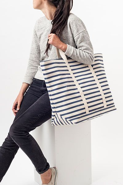 Baggu striped canvas bag.  http://shop.yalo.fi/product/1735/striped-canvas-bag