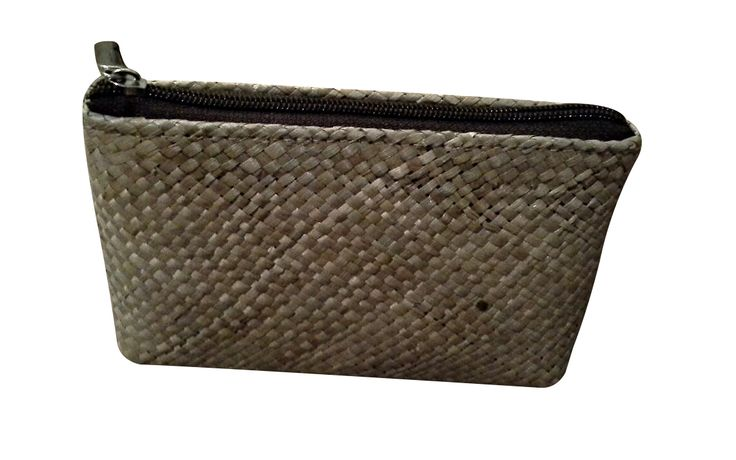Mini pouch. Can be used as pen bag, make-up storage place or many more. Hand made from mendong grass.