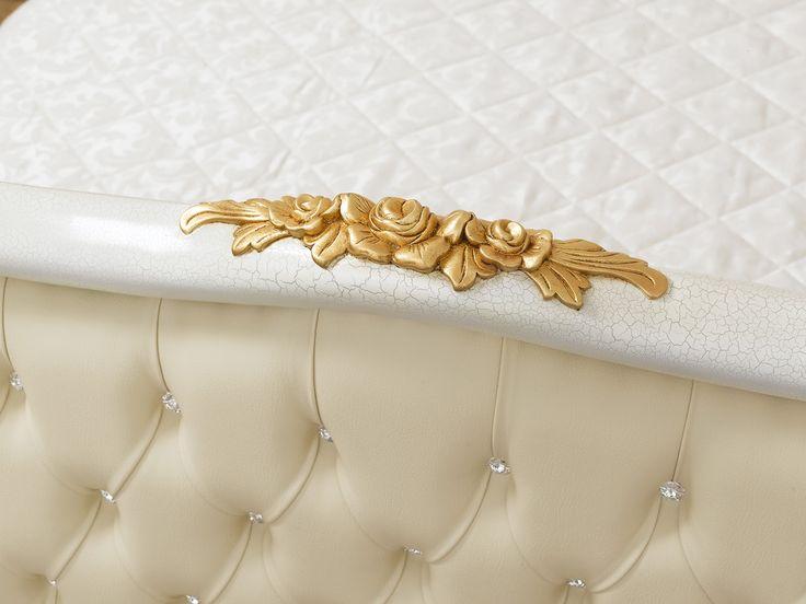 Letto matrimoniale stile Barocco Veneziano crackle particolari foglia oro ecopelle champagne bottoni Swarovski®