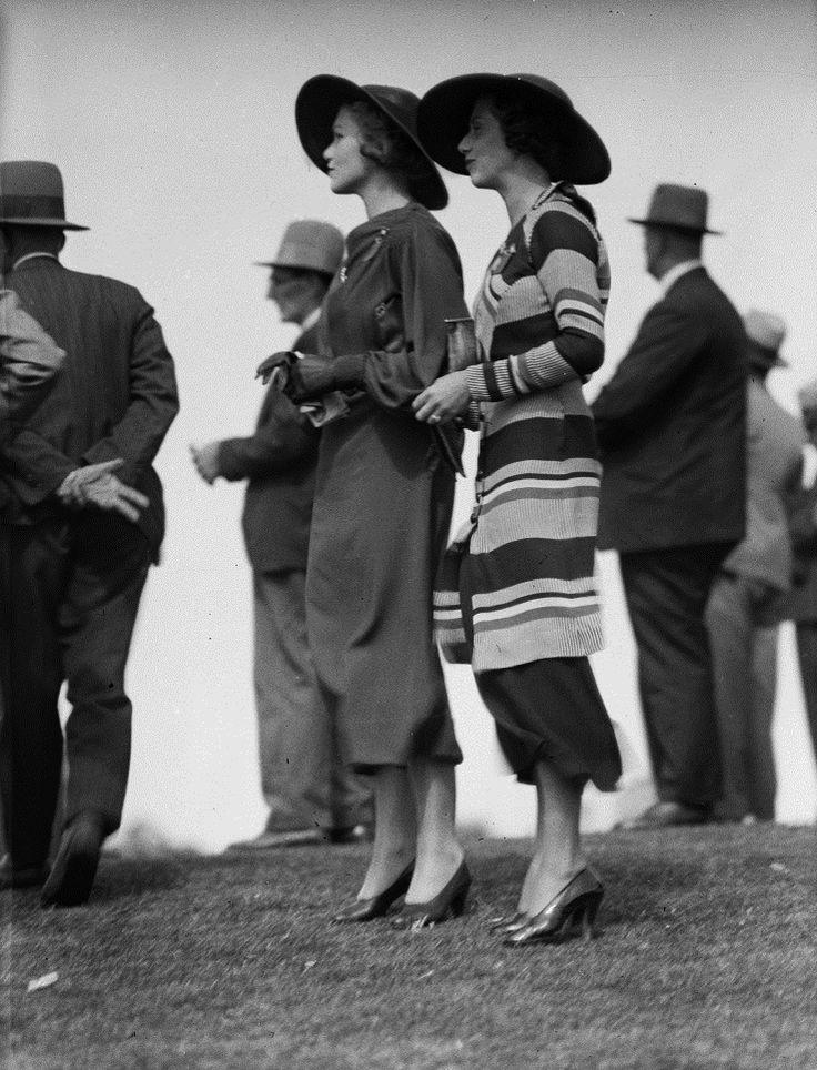 Street style, 1930s / Flickr. dovima2010