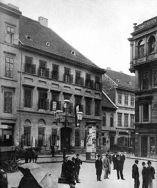Pesti belvárosi tér polgárokkal, 1896.