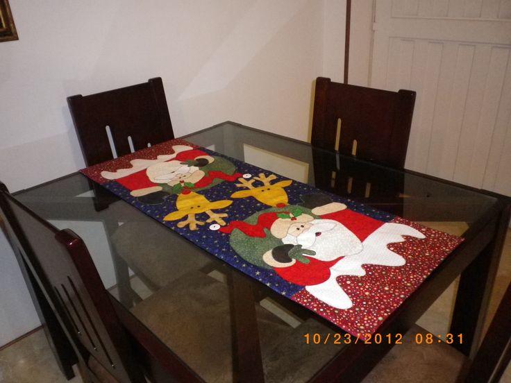 Camino de mesa navideño.