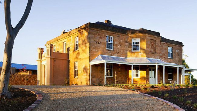 Kingsford Homestead (the set for the television series McLeod's Daughters [2001-2009]), near Gawler, South Australia. (http://www.imdb.com/title/tt0292414/trivia?tab=tr=tr0635006)