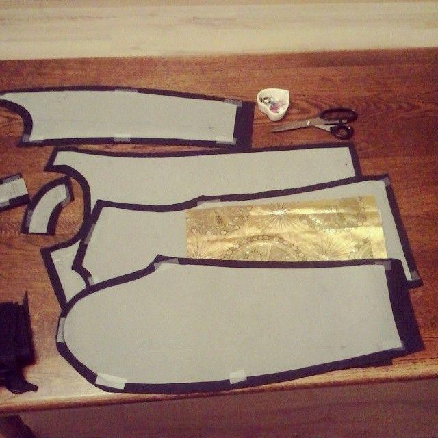 New coat. First steps.  # sew #cut #wool #coat #gold #darkblue #work #brokat #wykrój #forma #new
