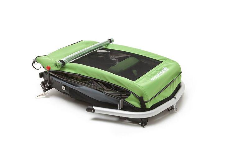 Przyczepki Croozer składają się do naprawdę przyzwoitych rozmiarów - na pewna zmieszczą się w Waszym bagażniku ;-)