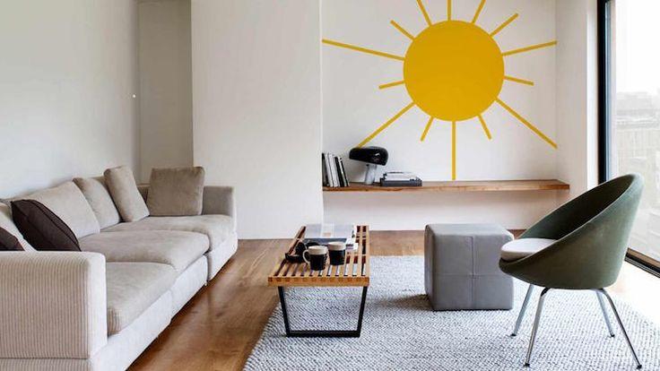 deco jaune curry dessin soleil salon taupe #interiordesign