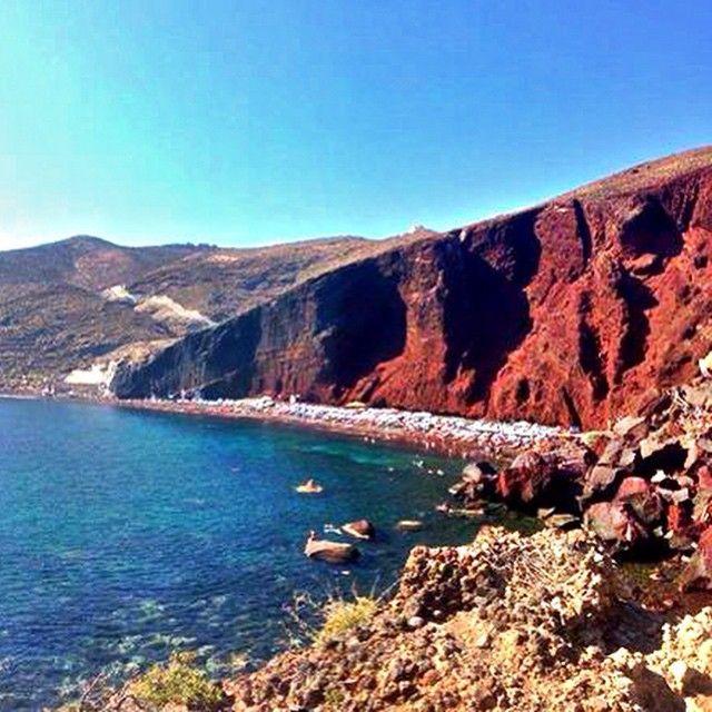 #RedBeach #Santorini #Greece Photo credits: @nickitakesontheworld