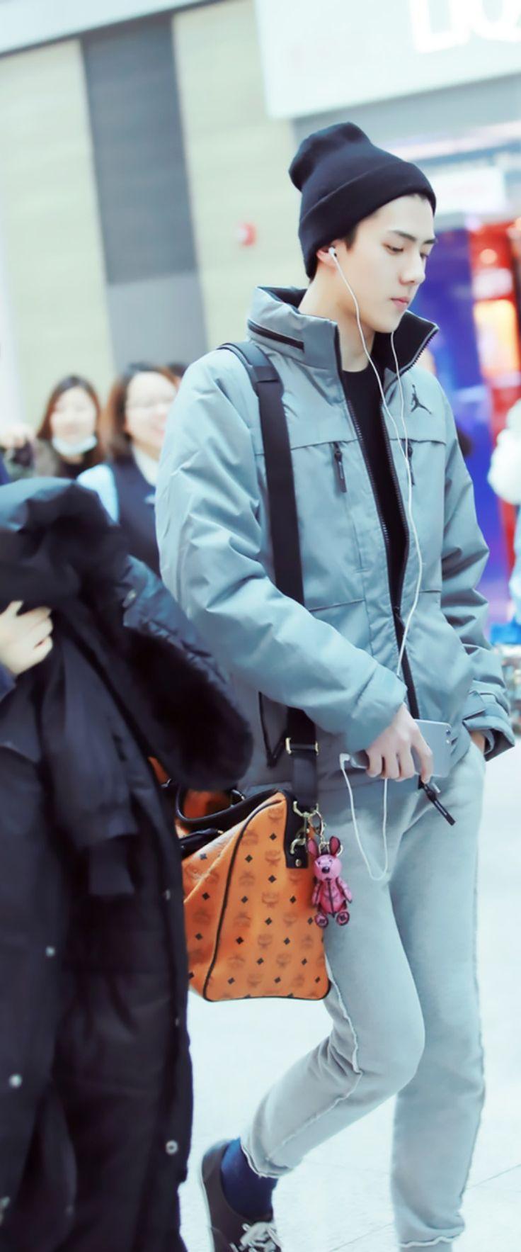 sehun luhan had a similar keychain on his bag too aww hunhan  ufe0f