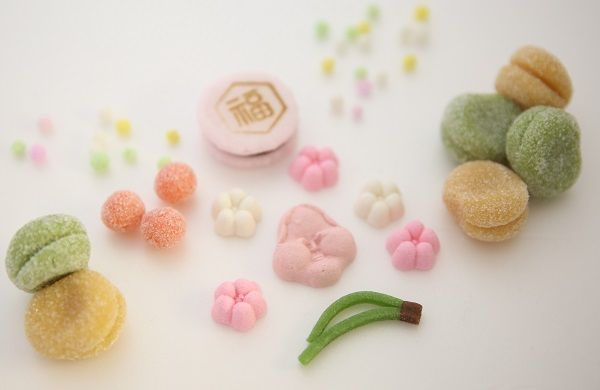 節分のお菓子「立春大吉」です。 おたふく、紅白梅の落雁、すはま製の豆などの詰め合わせ。
