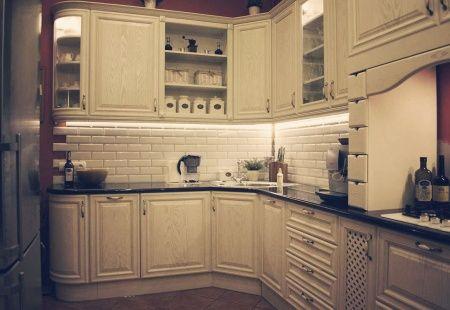 Kuchnia z meblami Mobiliani w stylu retro od Mobiliani -  mieszkanie w Bydgoszczy