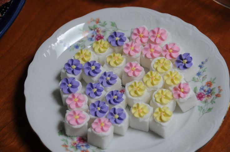Cake Decorating Ready Made Icing : decorated sugar cubes boughtthe teensy royal icing flowers ...
