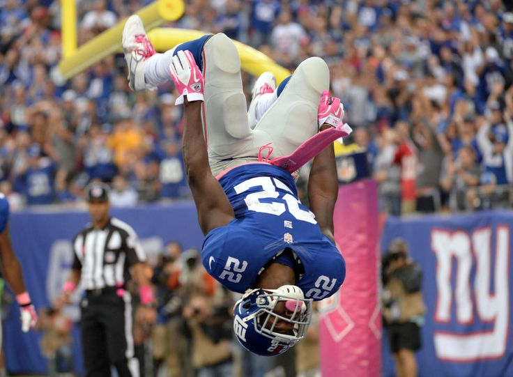 Best of NFL Week 5  -  New York Giants running back David Wilson (22) does a back flip after scoring a touchdown against the Philadelphia Eagles in the first quarter during the game at MetLife Stadium. (Robert Deutsch-USA TODAY Sports)