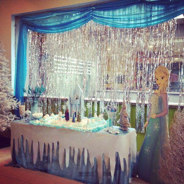 Mesa de bizcocho frozen cumplea os frozen pinterest for Decoracion de mesa de cumpleanos
