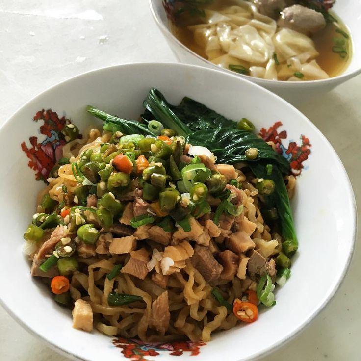 My addictions to Life • Makan siang itu harus Sedep  Bakmi Ayam dengan...