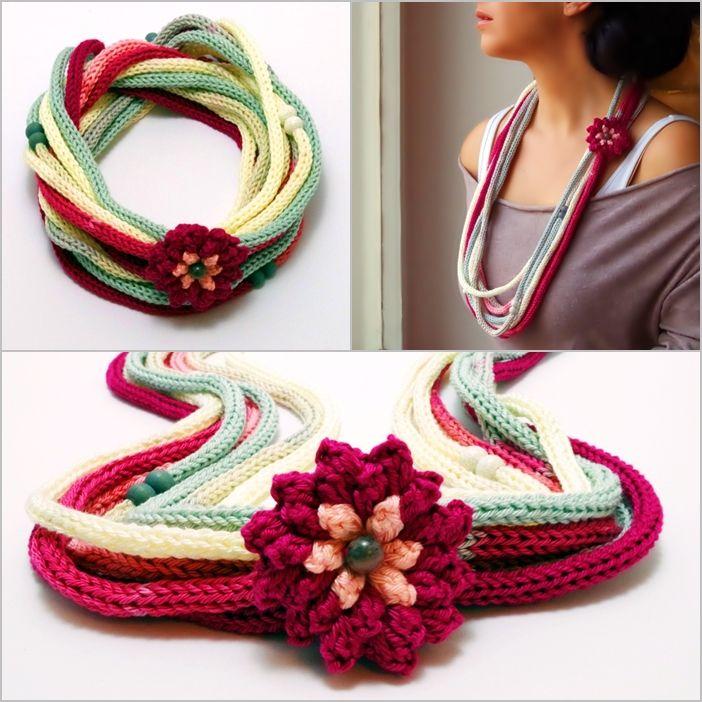 kötött nyaklánc rózsaszín, fehér és szürke színekkel, horgolt virággal / knitted necklace in pink, white and gray colors, with crochet flower