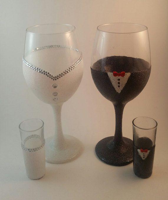Fait partie de mes verres à vin produit line-up, «En sirotant Pretty», sont disponibles dans une variété de tiges scellées de paillettes colorées. Personnalisable, avec les noms, occasions spéciales, ou citations et graphiques.