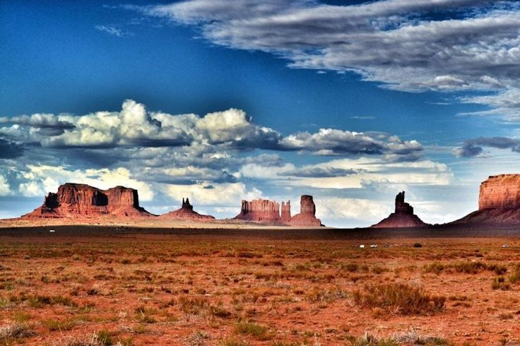 Monument Valley (Navajo Nation, extending into Arizona and Utah) | 26 Magnificent U.S. Sights You Have To See Before You Die
