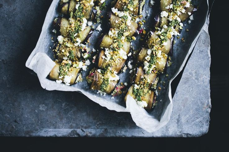 Hi friends, today we are sharing a dinner recipe that we prepared over the weekend. Some of you might recognize these aubergine rolls as they are a summery version of our Involtini di Melanzane recipe