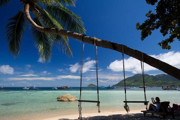€32 Het Koh Tao Royal ligt op 30 meter van het strand van Mae Haad en beschikt over vrijstaande bungalows met een eigen badkamer.