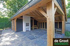 Landelijke kapschuur, zinken dakgoot, dakpannen, lariks douglas hout, landelijk Projectfoto's - De Groot Hoveniers