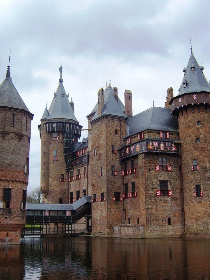 Castle De Haar is located near Haarzuilens, in the province of Utrecht in the Netherlands. #greetingsfromnl