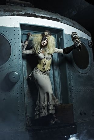 "Cycle #19: when the models had to pretend they knew what steampunk is. | The 27 Weirdest ""America's Next Top Model"" Photoshoots"