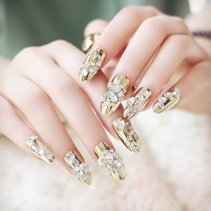 Luxe Gold and Rhinestone Oval 24 Piece Nail Set