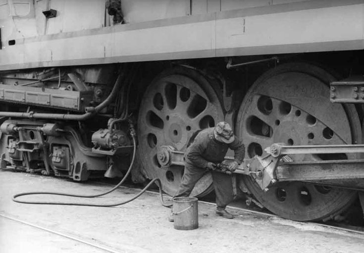 Greasing the rods of a 4-6-4 - Classic Trains Magazine