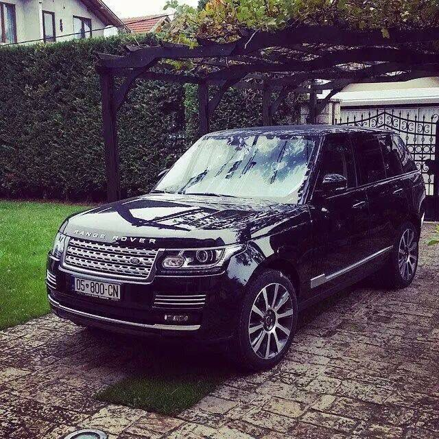 Black Range Rover with chrome details