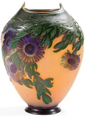 """Emile GALLE (1846-1904), vase """"Ficoïdes marins dit aussi Griffes de sorcières"""" en verre multicouche au décor double face très profondément dégagé à l'acide. Signé GALLE, en réserve gravé en camée à l'acide. Hauteur : 43 cm."""