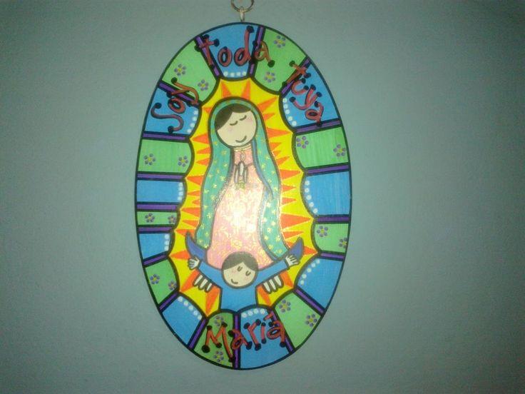 Virgencita plis en madera pintada con marcadores pélikan
