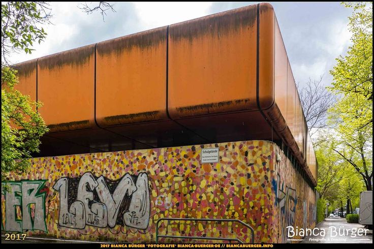 ehem. Diesterweg-Gymnasium (April 2017) #Brunnenviertel #Berlin #Deutschland #Germany #biancabuergerphotography #igersgermany #igersberlin #IG_Deutschland #IG_berlincity #ig_germany #shootcamp #pickmotion #berlinbreeze #diewocheaufinstagram #berlingram #visit_berlin #Wedding #Olympus #OMD10 #olympuscamera #olympuskameras #DiesterwegGymnasium #LostPlace