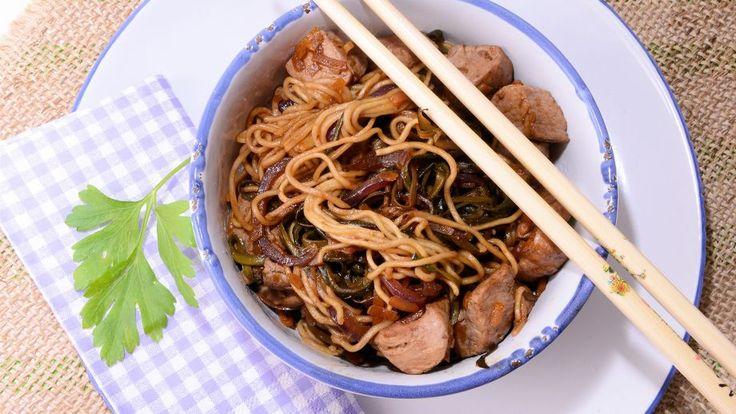Receta   Wok de cerdo con calabaza y calabacín - canalcocina.es