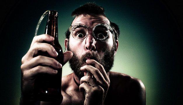 Bebedores expertos afirman que nuestra elección del alcoholes dice mucho de nosotros. Checa los rasgos dañaditos de tu personalidad que deja ver tu solicitud en la barra.
