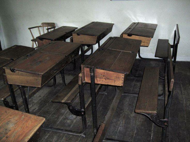Skoolbank / Old school bench/ table/ school memories/ skooldae/ onthou/ childhood
