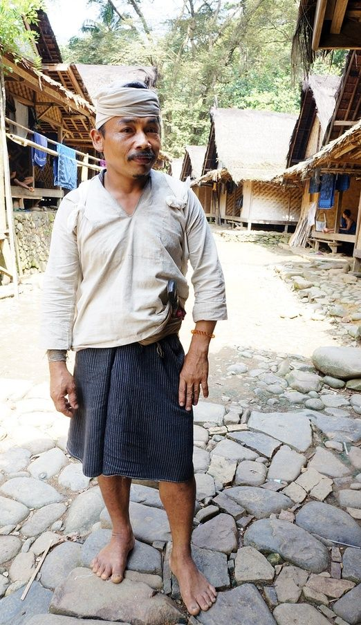 All white: People of Baduy Dalam always wear white clothes and traditional sarong. (Photo by Edna Tarigan)