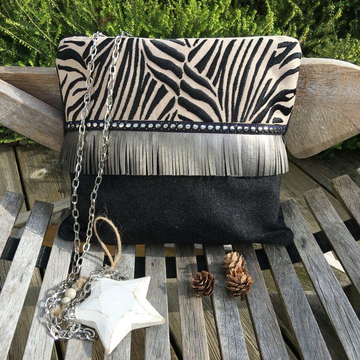Le chouchou de ma boutique https://www.etsy.com/fr/listing/467346626/pochette-bandouliere-collection-zebre