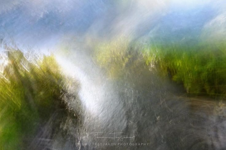 Yksi valotus ei jälkikäsittelyä. Taivas ja vesi välissä hukkuva maa. Sinu tulkintasi voi olla hyvinkin erilainen. Mitä näet? #abstract  #abstractphotography #fineart #naturelovers #longexposure #fineartphotography #abstractart #intentionalcameramovement #art #naturephoto #naturephotography