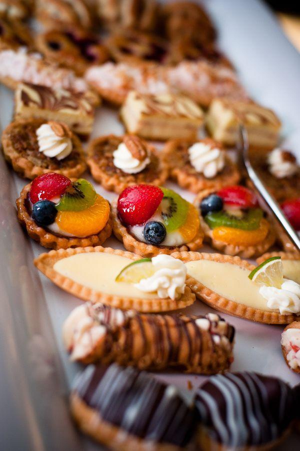 mesa de postres pastel de boda