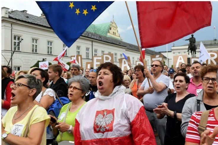 Pisando charcos: De nuevo las banderas europeas en la calle 24/07/2017
