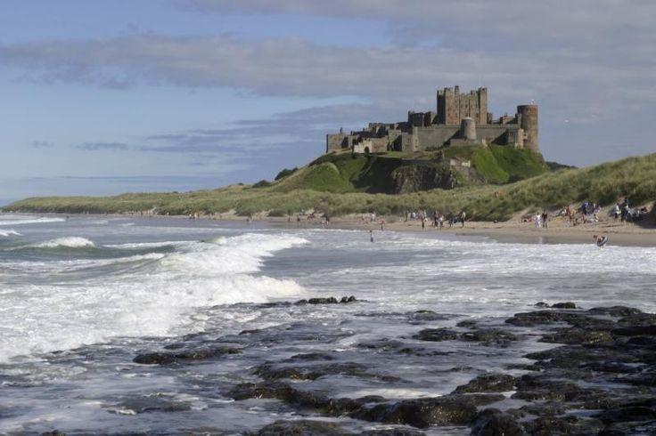 Dit 12e-eeuwse kasteel kent een lange geschiedenis die al in de Ijzertijd begint. Het is een van de grootste bewoonde kastelen in Engeland met een fantastisch uitzicht op het Britse platteland en de Noordzee. Een deel van het kasteel is te bezoeken en er is een museum ingericht met allerlei voorwerpen die bij opgravingen rondom het kasteel zijn gevonden. Het kasteel geeft een uniek kijkje in de geschiedenis van dit gebied vlakbij de Schotse grens.