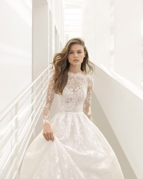 This princess-style dress's rich styling is epitomised by the beautiful lace that combines subtly with the sheer inserts on the bodice and is used on the entire skirt. Featuring great volume and a V-back, it's guaranteed to make the dreams of even the most demanding brides come true!