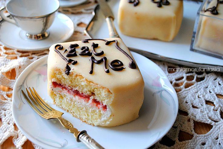 Tortine soffici con crema al mascarpone e marmellata di fragole da Alice in Wonderland