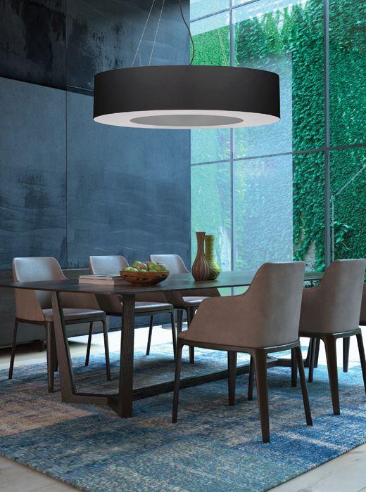 Saturno to propozycja nowoczesnego żyrandola w kształcie koła z pustą przestrzenią w środku. Jest to ciekawa i nietypowa forma lampy, przeznaczona do rozświetlania dużych powierzchni. Saturno polecamy jako główne oświetlenie pokoju dziennego/salonu, oświetlenie jadalni, czy biura.  Doskonale sprawdzi się też w korytarzach budynków użyteczności publicznej.