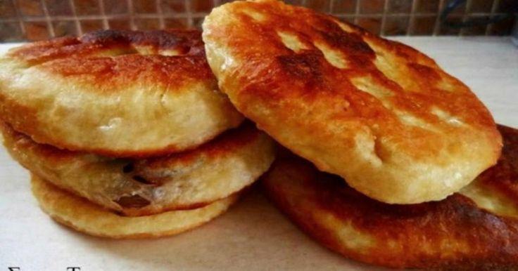 Τηγανοψωμάκια με τυρί η με ελιές με 4 υλικά!!!φανταστική συνταγή για ένα λαχταριστό πρωινό,ή για το βράδυ όταν θέλουμε να φάμε κάτι στα γρή...