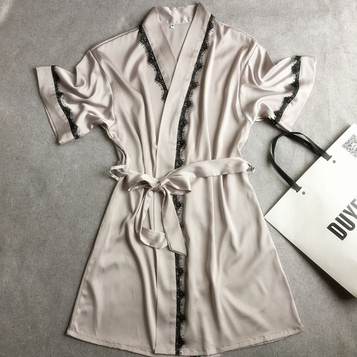 Musim panas Hot Sale wanita Satin Lace Pendek Jubah Padat Kimono Mandi Gaun Sexy Gaun Tidur Atas Pernikahan Pengantin Pengiring Pengantin Jubah Gaun