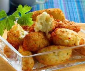 Receita de Bolinho de arroz e batata recheado de queijo - Show de Receitas