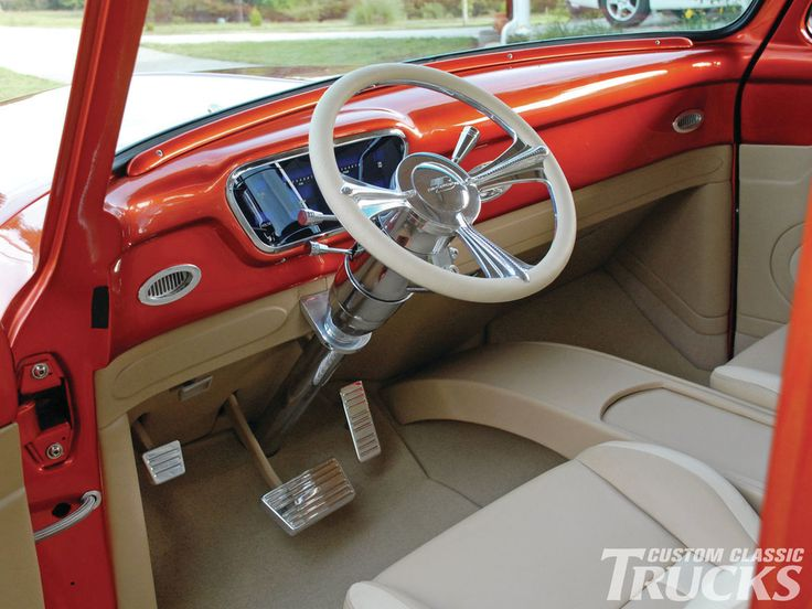 Проверить эту 1954 Форд выключателей f100, который имеет Шевроле строкер 383, впускной Edelbrock Виктор, и демон 750 карбюратор. Подробнее только в www.customclassictrucks.com официальный сайт журнала пользовательские классические Грузовики!